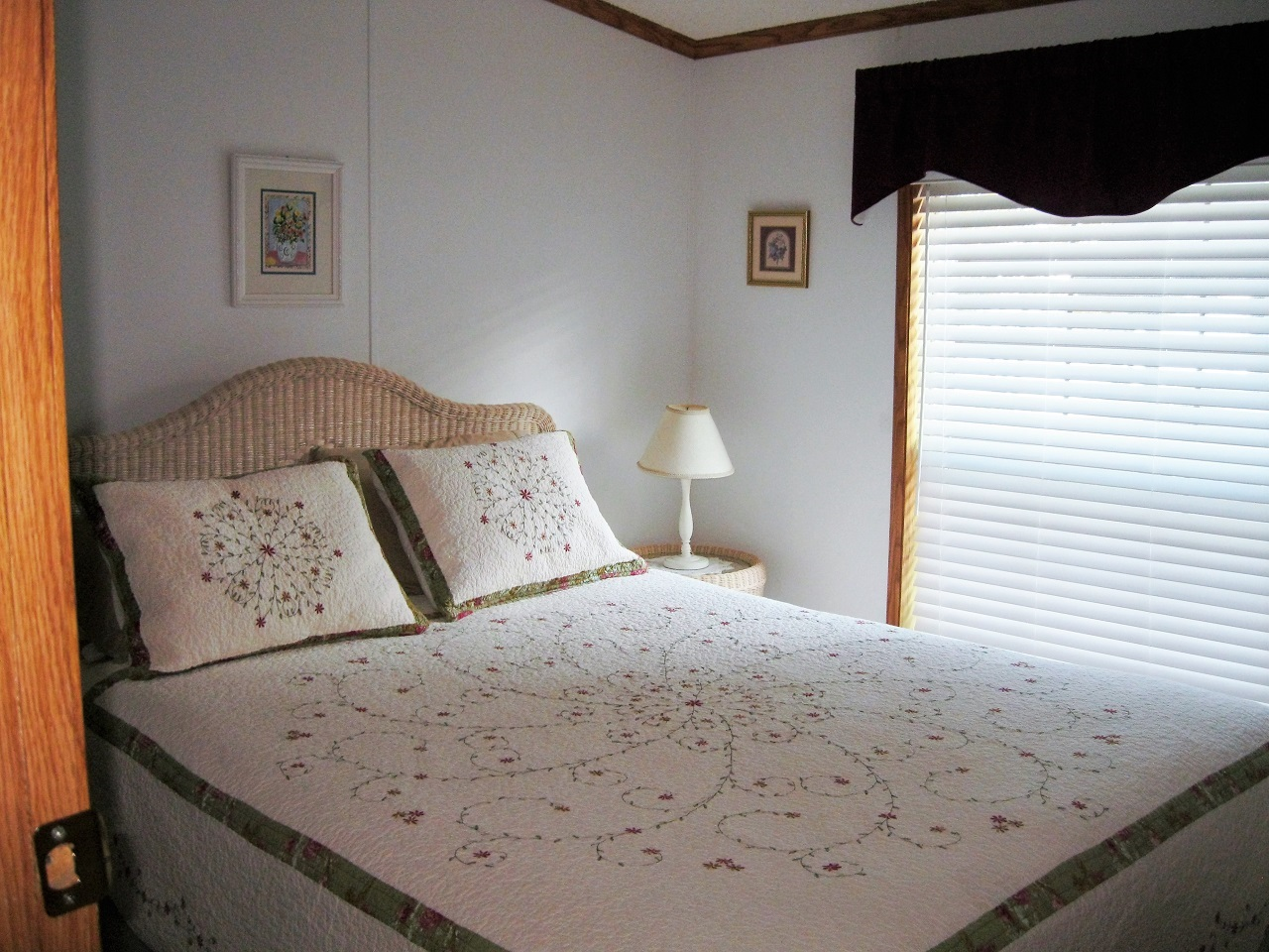 10 Seminole queen bedroom