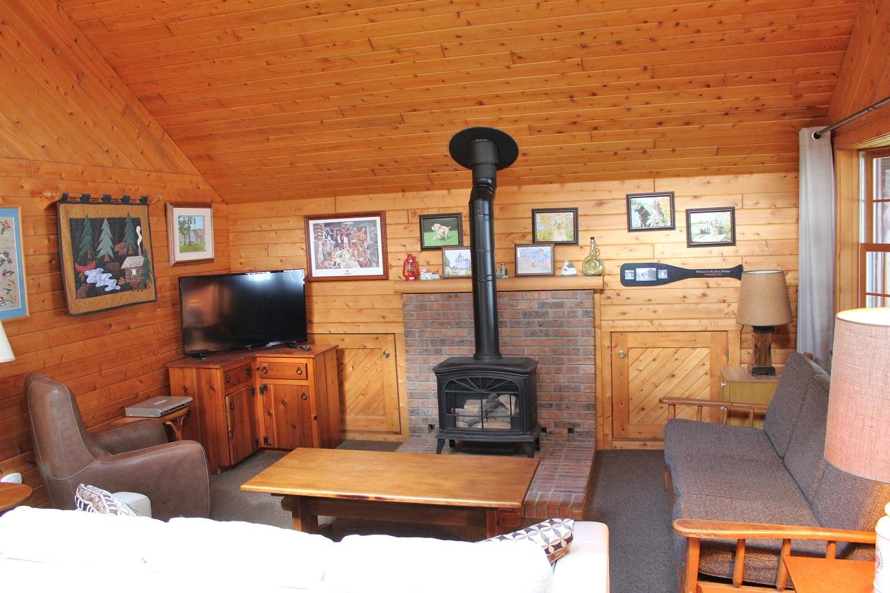 4 Hiawatha living room