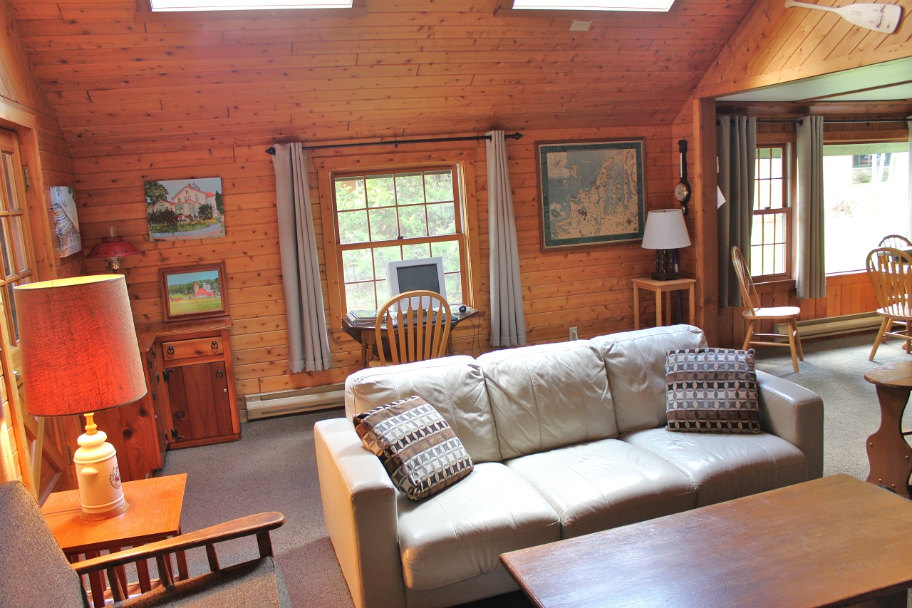 5 Hiawatha living room