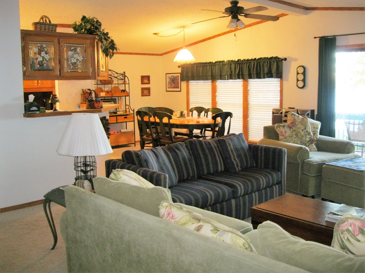 8 Seminole living and dining