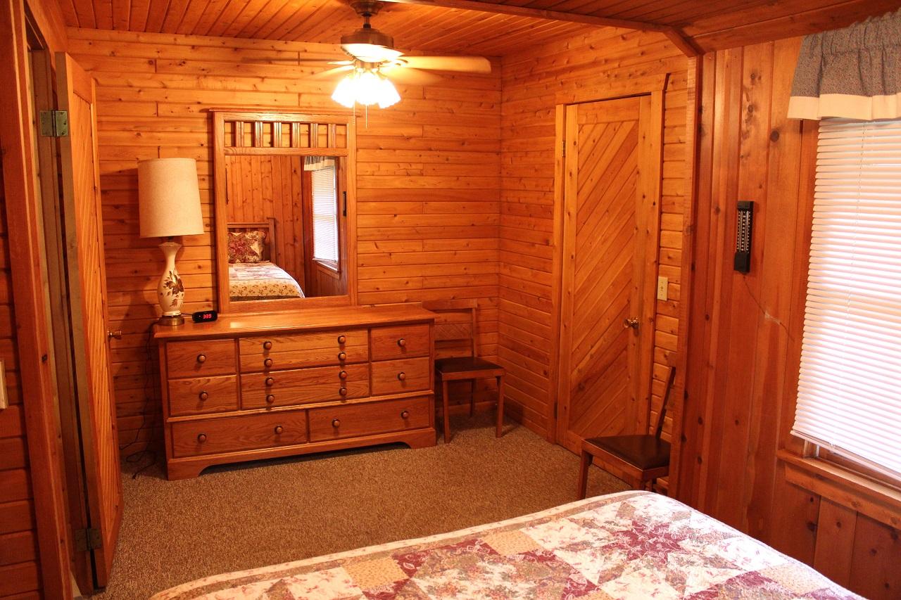9 Hiawatha master bedroom