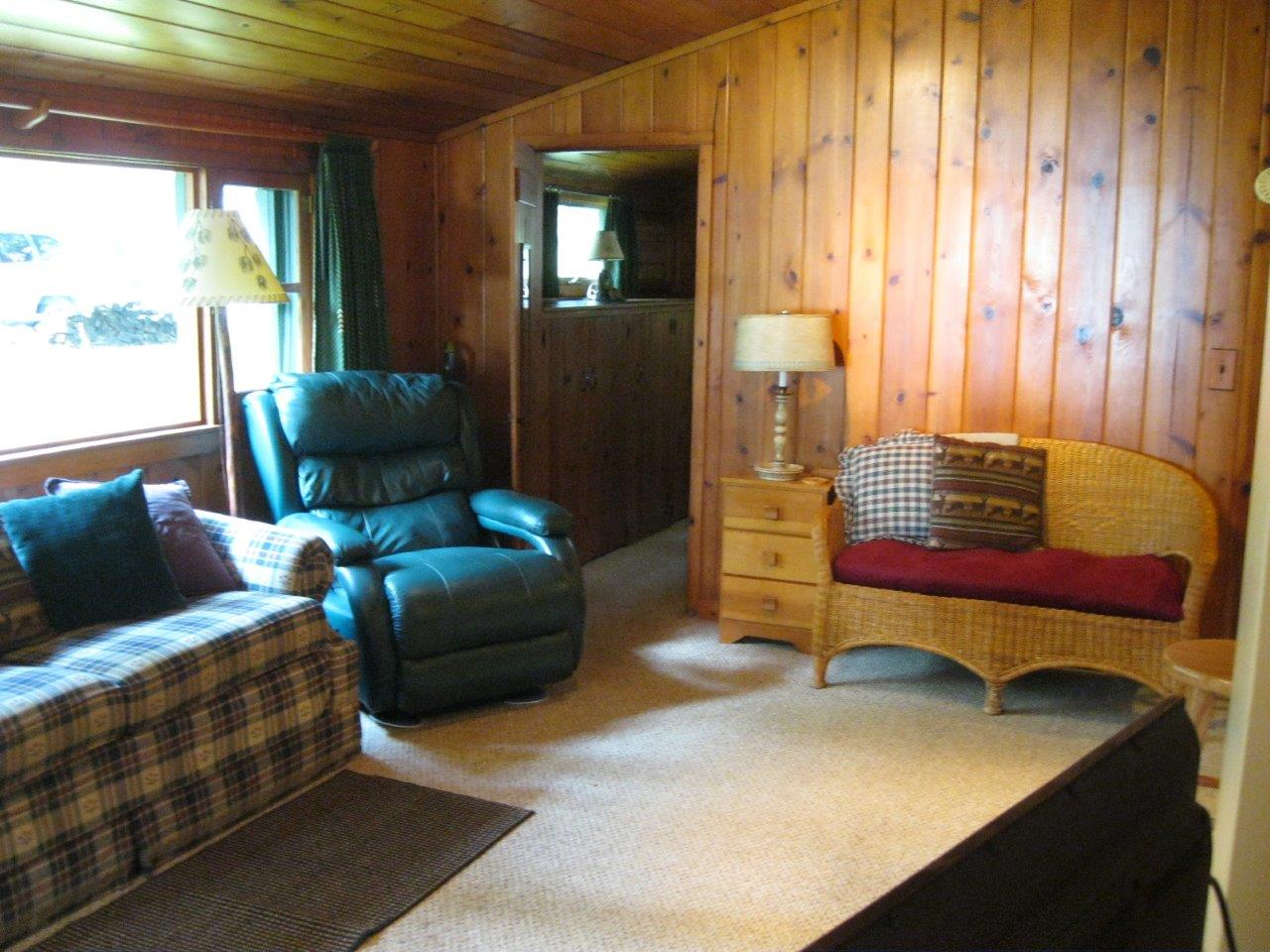 12 Sioux living room