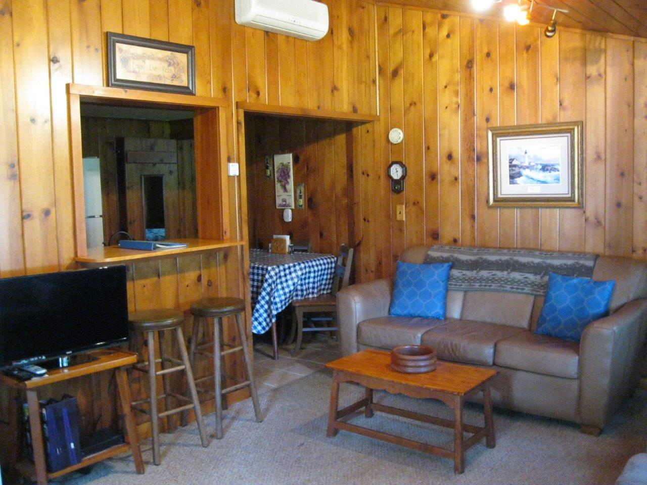 5 Cherokee living area