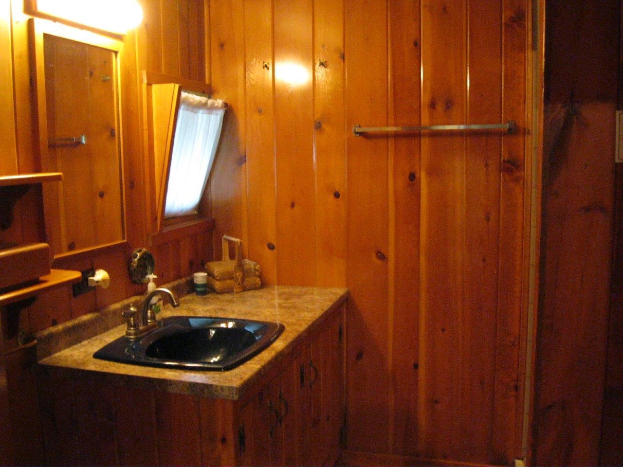9 Cherokee bathroom